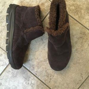 b68b96eeb90 Skechers Chugga suede boots